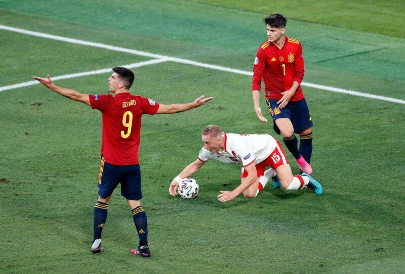 Tây Ban Nha chỉ giành 2 điểm và có nguy cơ rời giải