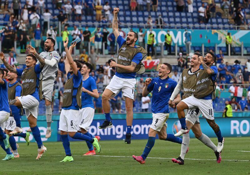 Italy là thành viên của 1 trong 2 cặp đấu đầu tiên