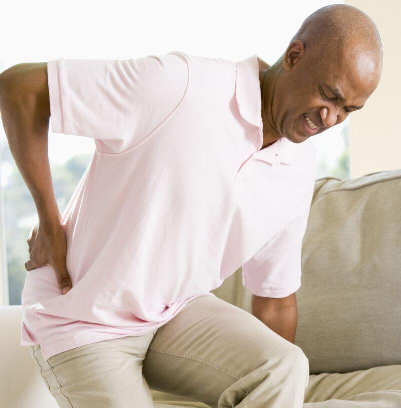 Với những ai làm việc văn phòng phải ngồi ít nhất 8 tiếng dễ bị đau lưng dưới