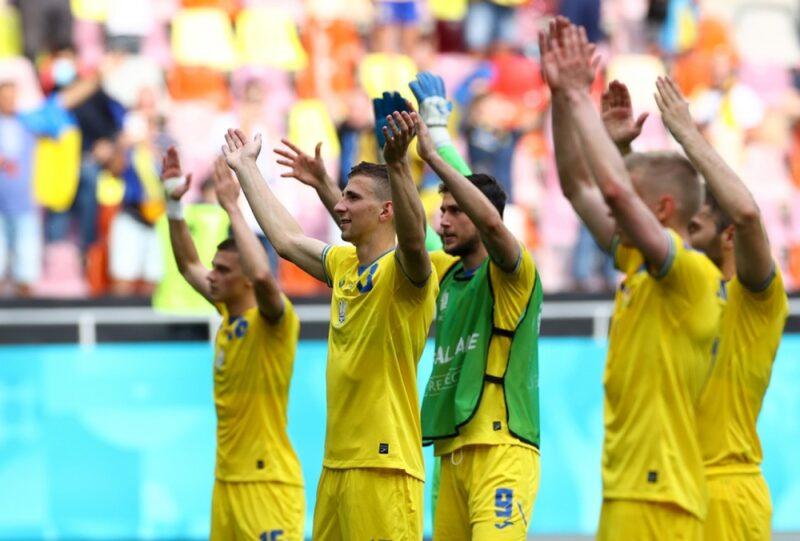 Đội tuyển Ukraine lọt qua khe cửa hẹp
