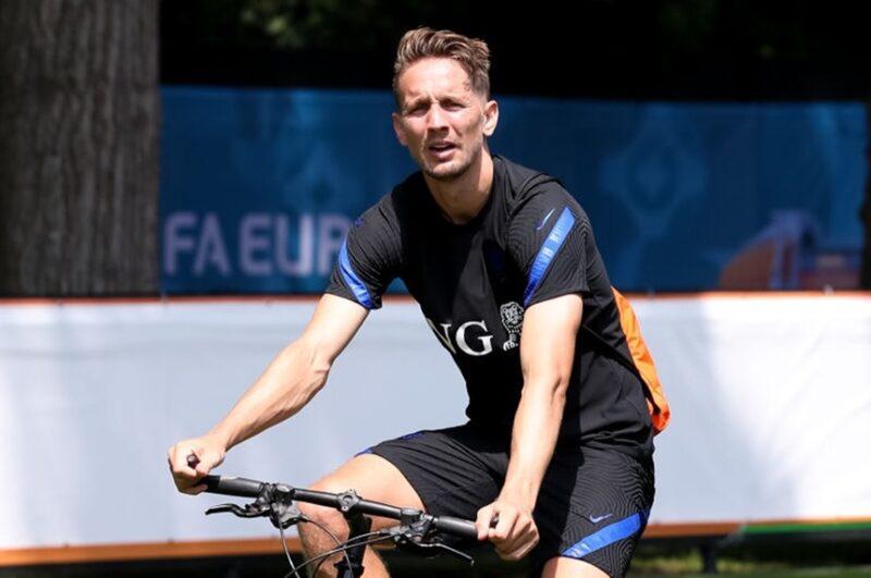 De Jong chia tay Euro 2020.