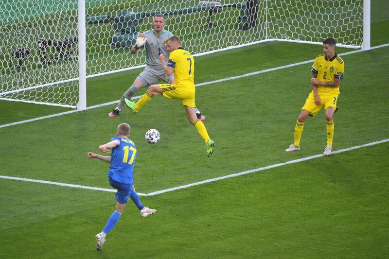 """Zincheko """"nã đại bác"""" tung lưới Thụy Điển mở màn cho câu chuyện cổ tích của tuyển Ukraine"""