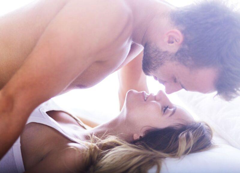 Đau dương vật do quan hệ tình dục kéo dài hoặc hoạt động quá mạnh mẽ