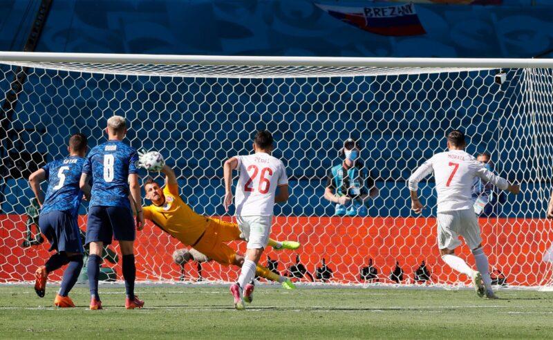 Morata thất bại khi đối đầu với thủ môn ở chấm 11 m