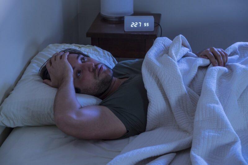 Sự suy giảm hormone testosterone cũng sẽ khiến nam giới mất ngủ