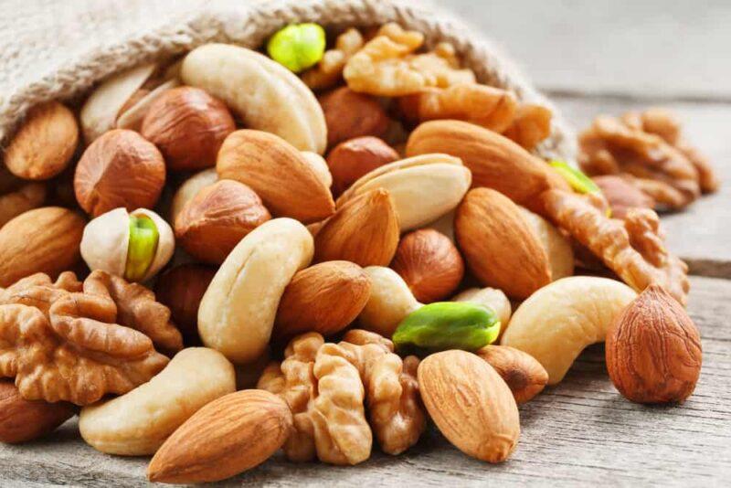 Quả hạch cung cấp chất xơ và chất béo tốt giúp cải thiện lượng đường trong máu
