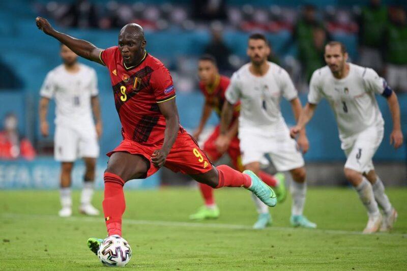 Lukaku rút ngắn cách biệt cho Bỉ