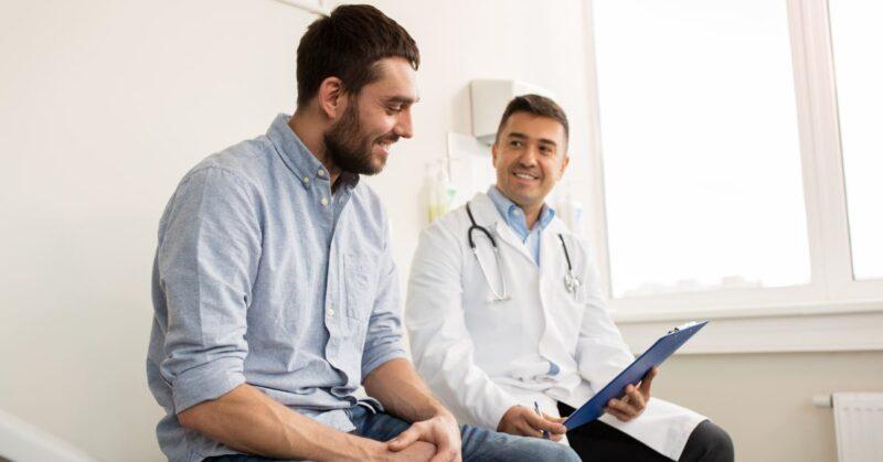 Việc đấng mày râu ngại nói chuyện với bác sĩ có thể ảnh hưởng đến sự nam tính