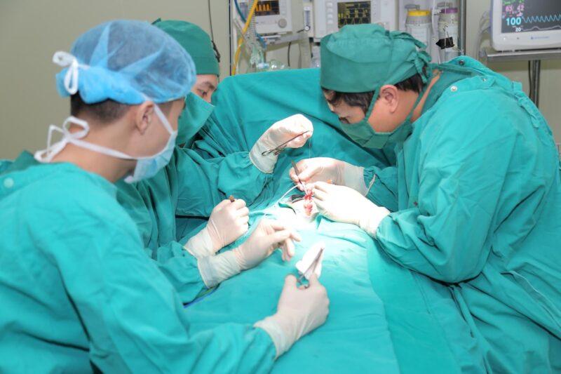 Phẫu thuật thường mất 1 hoặc 2 giờ, có thể kéo dài hơn