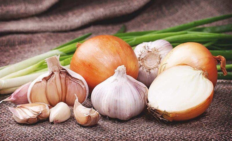 Thêm hành, tỏi vào bữa ăn để là một cách tăng testosterone tự nhiên