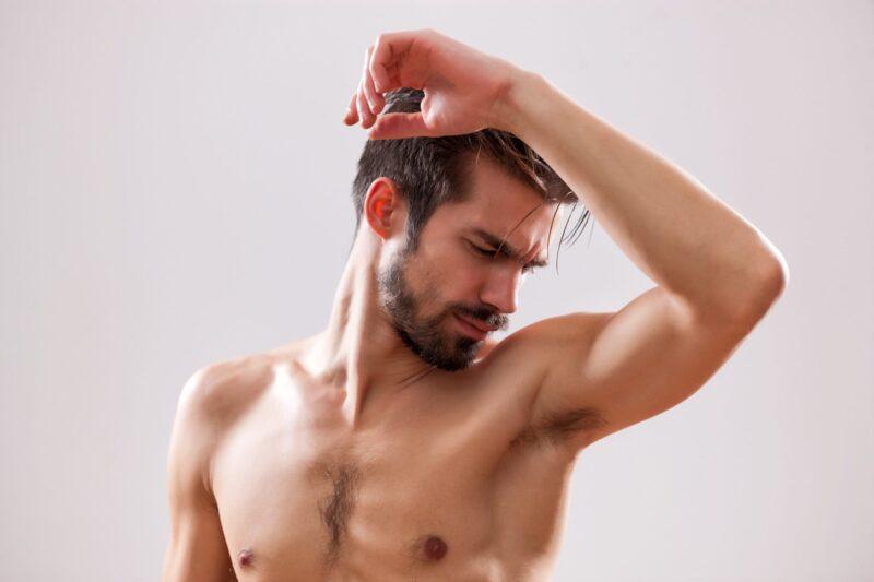 Phần lớn nam giới hiện nay vẫn cho rằng vùng lông dưới cánh tay sẽ giúp họ tăng thêm độ nam tính